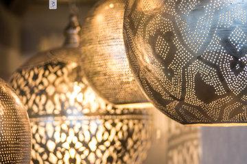 Lampes-Accrochez