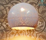 Wit met gouden oosterse lamp